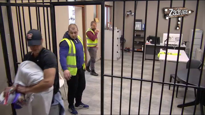 RAZDVOJILI SE ANA I DAVID: Koraćeva ispratila svog dečka u zatvor! (VIDEO)