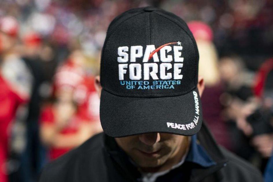 RAZOTKRIO RASIZAM I MARKSISTE U VOJSCI: Komandant američkih svemirskih snaga otpušten posle kontroverznog gostovanja