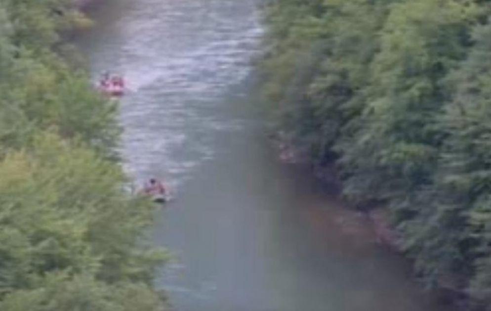 REKA TARA TOTALNO MUTNA, NOVA SEZONA JE UNIŠTENA: Crnogorci su toliko zapustili reku da ne znaju kako sada da se operu! (FOTO)