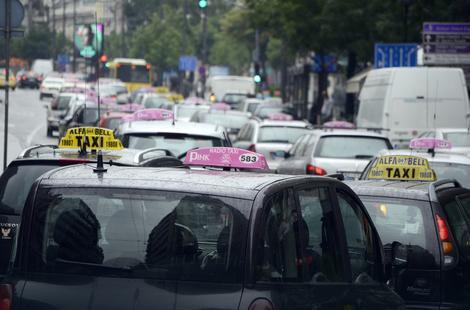 RENTAKAR AGENCIJE, A RADE KAO TAKSISTI U Lazarevcu voze bez taksi dozvola i to skoro duplo jeftinije!