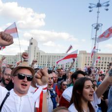 REŠILI DA OTERAJU LUKAŠENKA! Dron zabeležio žestok prizor u Minsku: Desetine hiljada ljudi OKUPIRALO ULICE (FOTO)