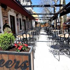 RIGOROZNE MERE STUPAJU NA SNAGU KOD KOMŠIJA: Zatvaraju se svi kafići i restorani čak do Božića