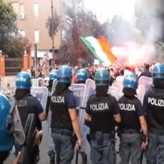 RIMSKI POZDRAV ORIO SE IZ SVEG GLASA: Antivakseri protestovali u Italiji, predvodio ih čovek na uslovnoj