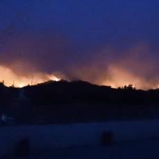 RODOS SE PRETVARA U PLAMTEĆU BUKTINJU: Požar se brzo širi ostrvom, naređena hitna evakuacija (FOTO/VIDEO)