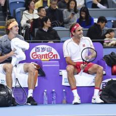 RODŽER OVO NIJE OČEKIVAO: Zverev OKRENUO LEĐA Federeru!