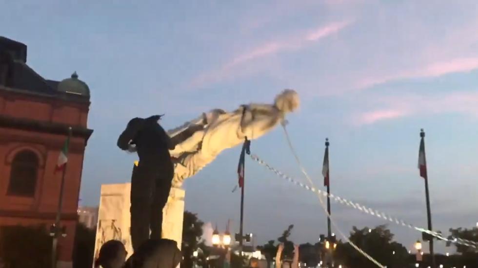 RT: Demonstranti u Baltimoru srušili spomenik Kolumbu i bacili u more