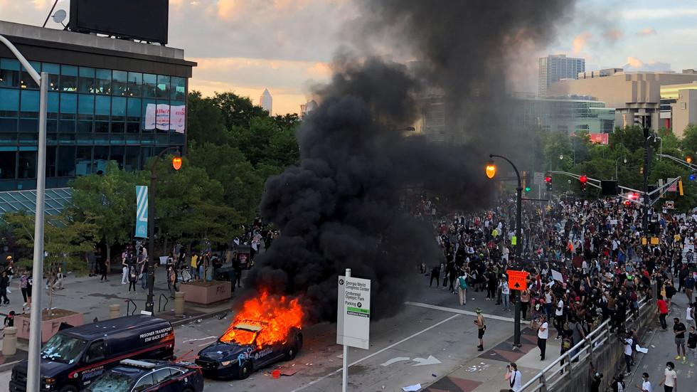 RT: Džordžija aktivirala Nacionalnu gardu nakon što su protesti u Atlanti prerasli u haos sa pljačkama i paljevinama