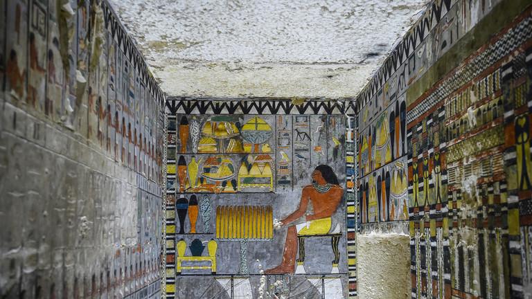 RT: Egipatski arheolozi otkrili 4.400 godina staru grobnicu sa spektakularnim crtežima