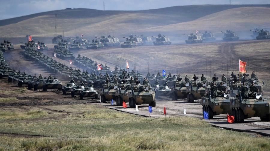 RT: Gvozdeni marš - Putin izvšrio smotru na najvećim vojnim manevrima u modernoj istoriji Rusije