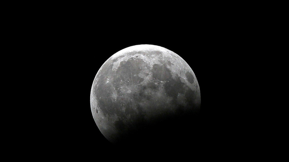 "RT: Indija objavila prvu fotografiju površine Meseca pomoću sonde ""Čandrajan 2"""