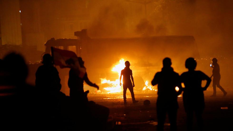 """RT: """"Libanci su previše patili"""": SAD ohrabruju """"mirnu"""" promenu režima dok protesti besne u uništenom Bejrutu"""