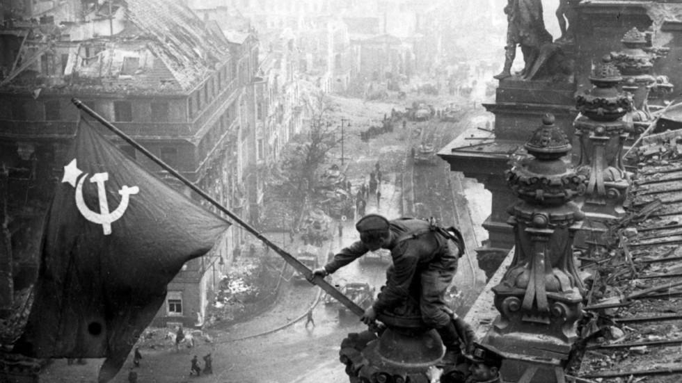 """RT: Nekoga ste zaboravili? Bela kuća pripisala pobedu nad nacistima """"Americi i Velikoj Britaniji"""" u bizarnoj poruci na Dan pobede"""