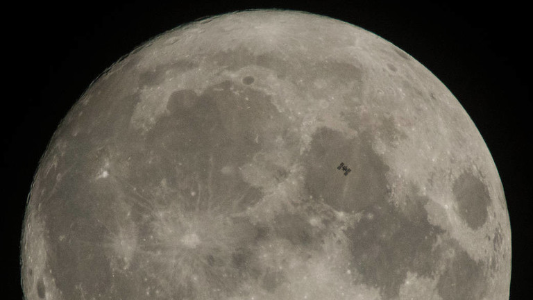 """RT: """"Ovaj put ćemo ostati"""": NASA najavljuje planove za povratak na Mesec"""