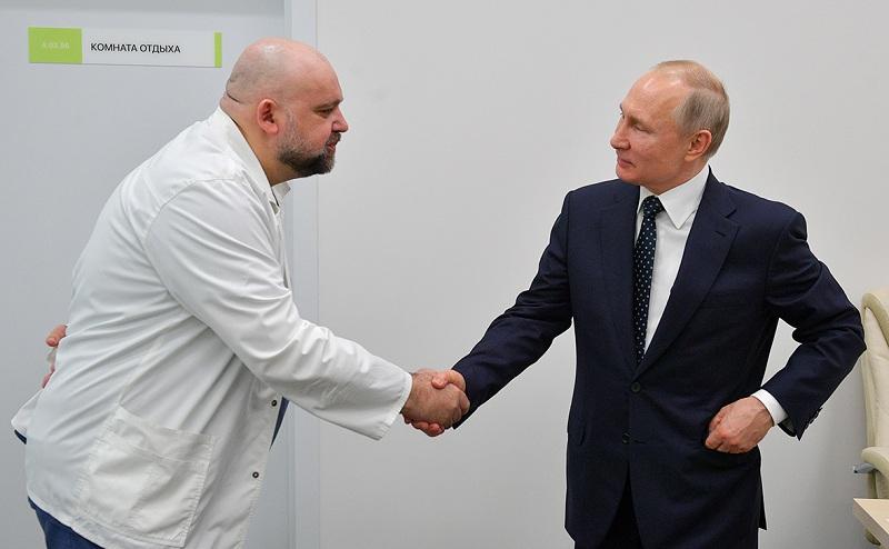 RT: Putin saopštio da je Ministarstvo zdravlja odobrilo prvu na svetu vakcinu protiv koronavirusa, te da se vakcinisala i njegova kćerka