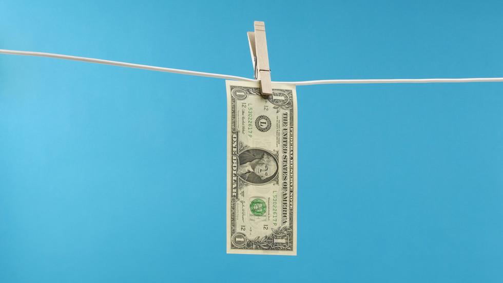 RT: Rusija prepolovila devizne rezerve u američkom dolaru, povećavajući udeo u zlatu, juanu i evru