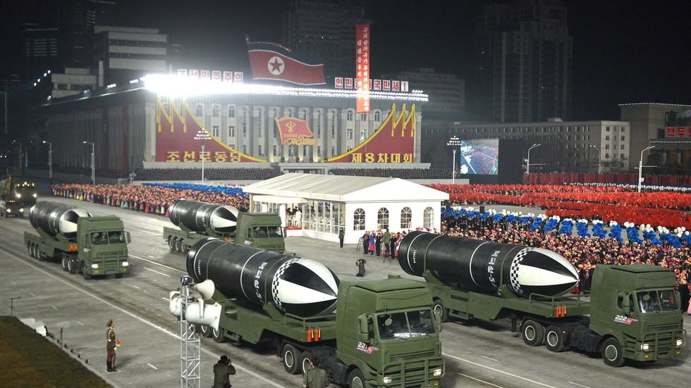 """RT: Severna Koreja na vojnoj paradi predstavila """"najmoćnije oružje na svetu"""""""