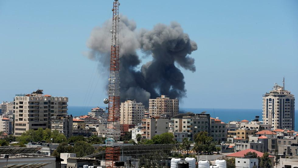 "RT: Svet mora da izvrši pritisak na Izrael da okonča svoj ""ubilački napad na Gazu"", kaže Rodžer Voters"
