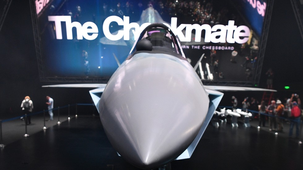 """RT: Upoznajte mlađeg brata Su-57: """"Šah-mat"""", ruski lovac pete generacije"""