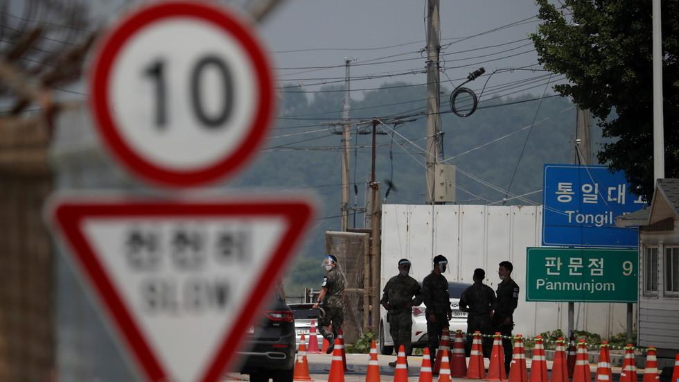 "RT: ""Veliki korak ka vraćanju poverenja"": Severna i Južna Koreja ponovo otvorile liniju za komunikaciju"