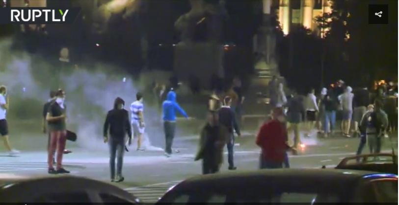 RT: Žestoki protesti u srpskoj prestonici nakon najave novih mera ograničenja zbog koronavirusa