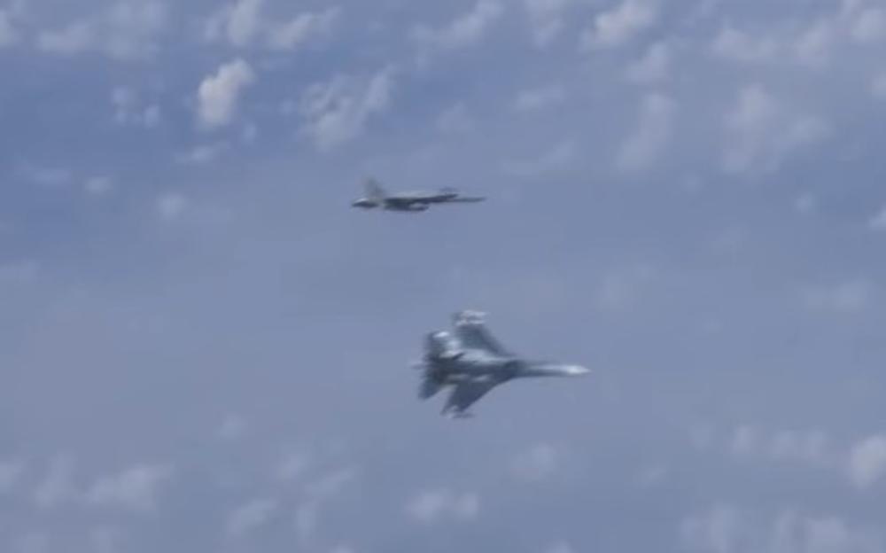 RUSI ISPRAŠILI LOVCA NATO, PA SAD CVILE I NE PRESTAJU DA SE BRUKAJU: Suhoj nas je isekao, jedva smo se izvukli, NJIHOV MANEVAR JE BIO OPASAN! (VIDEO)