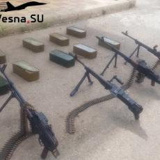 RUSI SPREČILI KRVOPROLIĆE NA JUGU SIRIJE: Militanti predali ogromne količine oružja baćuškama (FOTO/VIDEO)