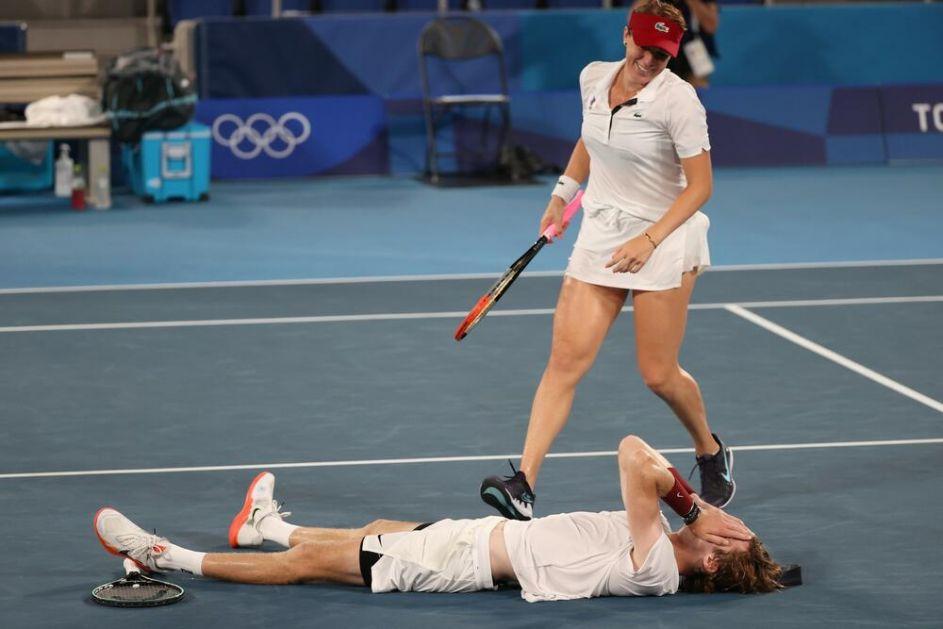 RUSKA DOMINACIJA U MIKSU: Pavljučenkova i Rubljov osvojili olimpijsko zlato u mešovitom dublu