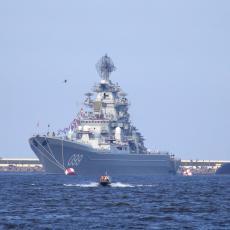 RUSKA FLOTA I BORBENI AVION ISPALILI HITAC KA BRITANSKOM RAZARAČU: Tenzije u Crnom moru, Moskva brani državnu granicu