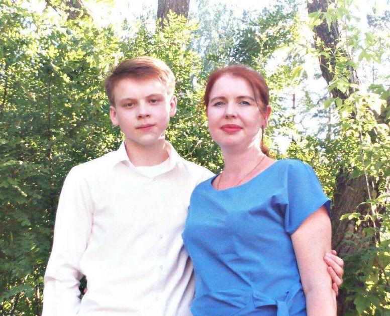 RUSKI TINEJDŽER UBIO SEKIROM PETORO: Monstrum masakrirao porodicu da ga ne žale kad se ubije!
