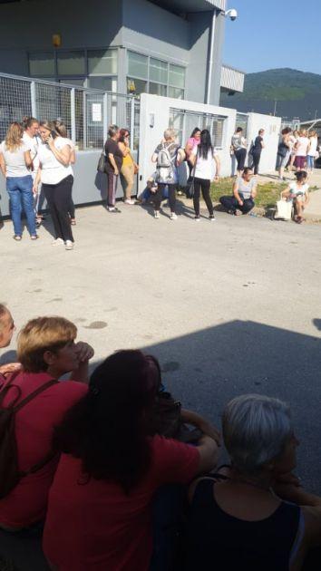 Radnici Geoxa protestuju ispred fabrike