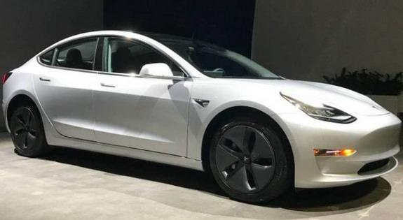Radnik Tesle pokušao da proda svoj Model 3 za 150.000 dolara, pa obrisao oglas