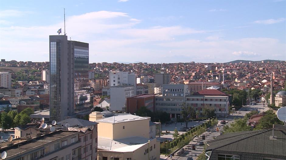 Srbi na zadušnice u Prištini, ponovo oskrnavljeni spomenici