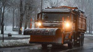 Raskvašen sneg na više puteva, opasnost od poledice zbog niskih temperatura