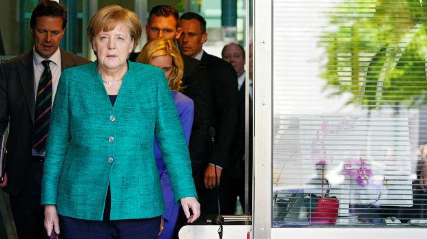 Raste pritisak na Angelu Merkel da pooštri izbegličku politiku