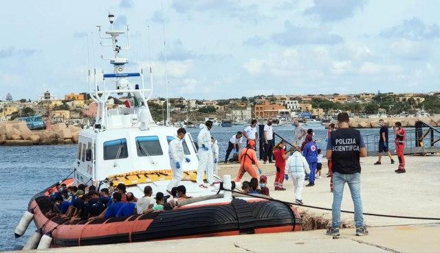 Rasturen lanac krijumčara migranata, uhapšeno 19 osoba