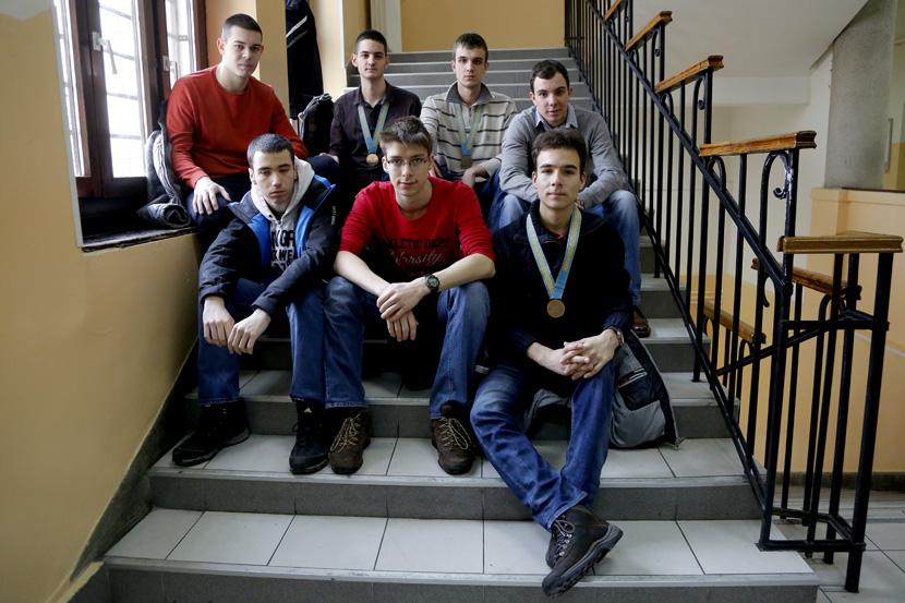 Rat znanjem: Ovo je jedina škola u Srbiji u kojoj se profesori raduju kad ih učenici kritikuju i isprave (FOTO)