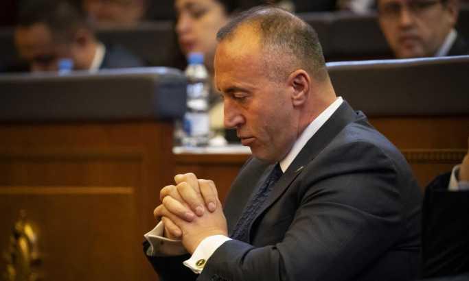 Ratuje sam protiv Srbije i EU