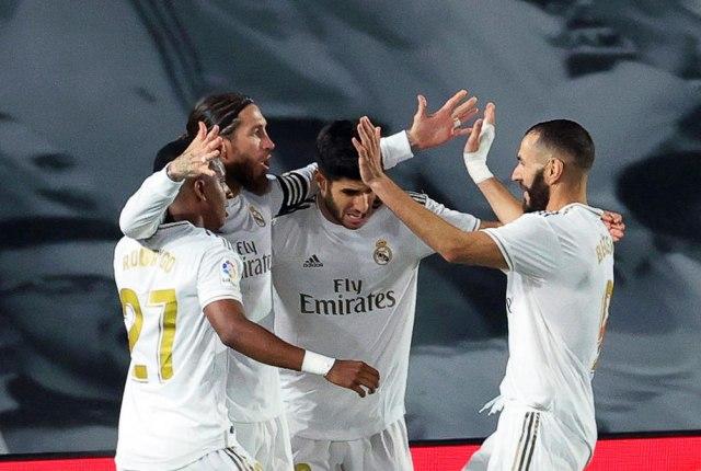 Real u finišu iz penala pobegao Barseloni i približio se tituli VIDEO