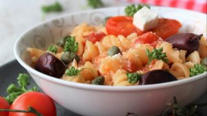 Recept nedelje: Pasta sa feta sirom i čeri paradajzom (Baked feta pasta)