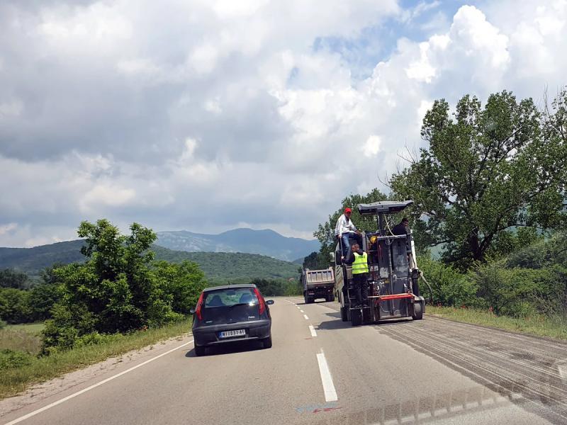 Rekonstrukciju puta bez rupa i oštećenja kritikuju građani i političari