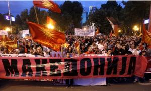 Republika Severna Makedonija - trn u oku Makedoncima! Protest ispred Sobranja, građani i policijske snage na ulicama! (FOTO)