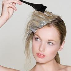Reši se dosadnih MRLJA OD FARBE za kosu jednom zauvek uz pomoć OVOGA