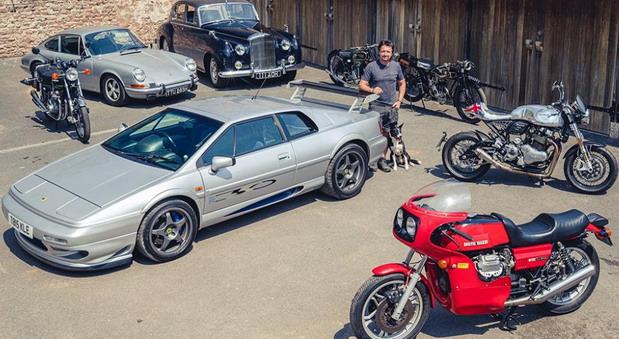 Richard Hammond prodaje neke primerke svoje kolekcije klasičnih automobila i motora