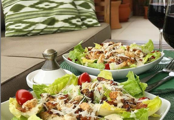 Rimska salata sa paradajzom i slaninom! Lagani obrok! (RECEPT)