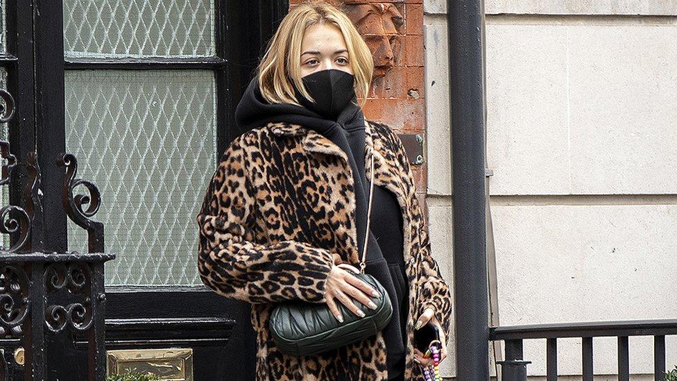 Rita Ora i korona virus: Pevačica kaže da joj je žao zbog rođendanske žurke i nepoštovanja mera