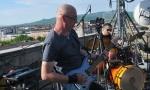"""""""Rok vakcinacija"""" na krovu: Nesvakidašnji koncert kraljevačkih rok bendova"""