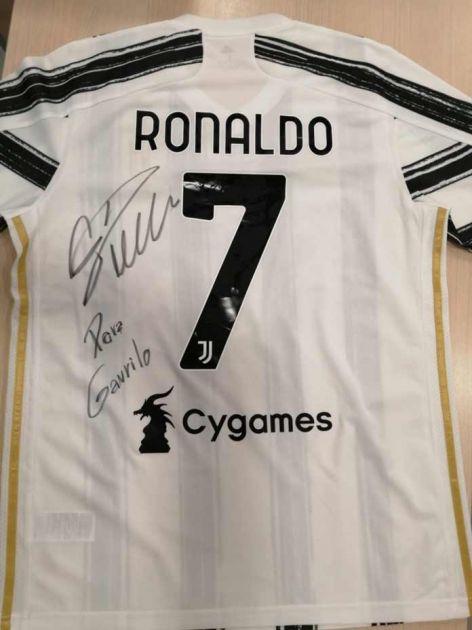 Ronaldo poslao potpisan dres za malog Gavrila, početna cena million dinara
