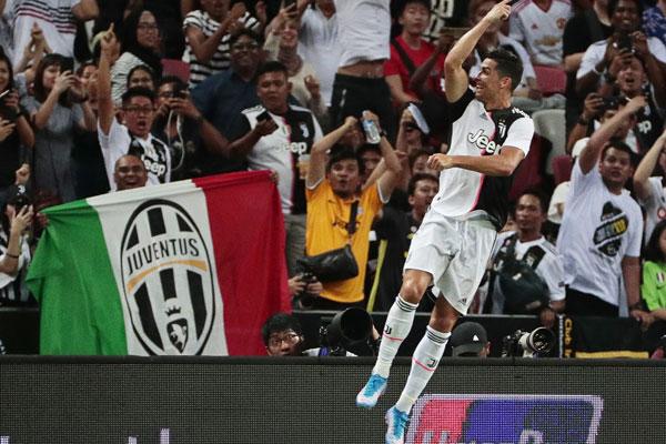 Ronaldo se zakačio sa Sarijem, pa ulepšao dan navijaču! Italija se pita, hoće li Juventus promeniti mišljenje? (video) (foto)