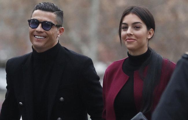 Ronaldov postupak šokirao legendu: Nije dan za ovakav tvit! (foto)