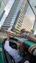 Rus vozio devojku na krovu automobila kroz Moskvu zbog testa poverenja VIDEO